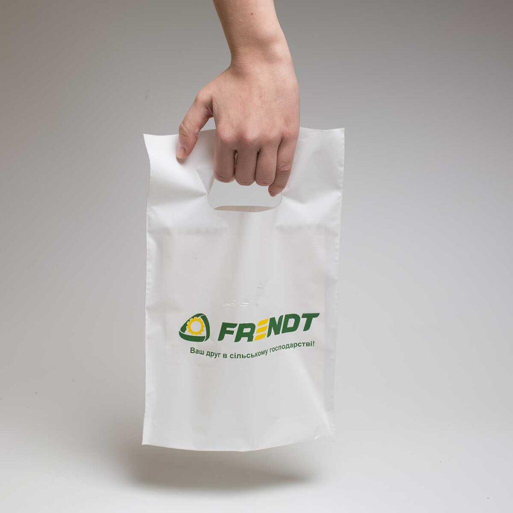 Белый пакет банан 20Х30см. с зеленым логотипом.