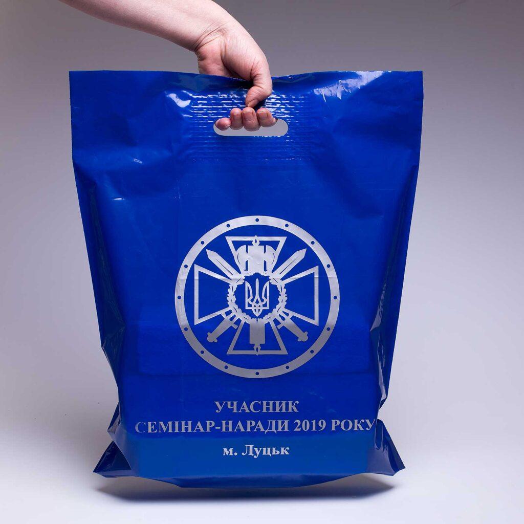 "Пакет ""банан"" синий с логотипом."