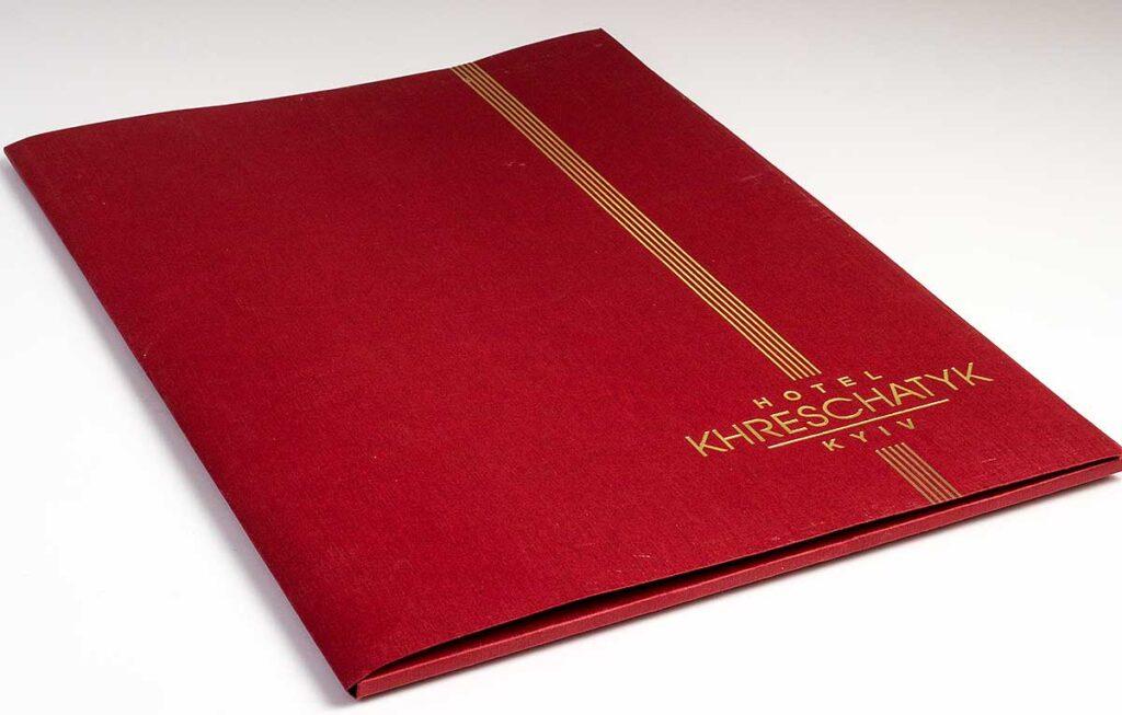 Красная папка с золотым тиснением